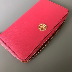 Brand new with tags Tory Burch wallet